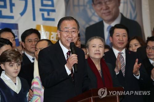 Former U.N. Secretary-General Ban Ki-moon speaks after arriving at Incheon International Airport, west of Seoul, on Jan. 12, 2017. (Yonhap)