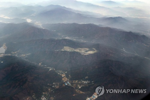 This bird's-eye view shows the Lotte Skyhill Country Club owned by Lotte Group in the southeastern rural county of Seongju, 405 km south of Seoul. (Yonhap)