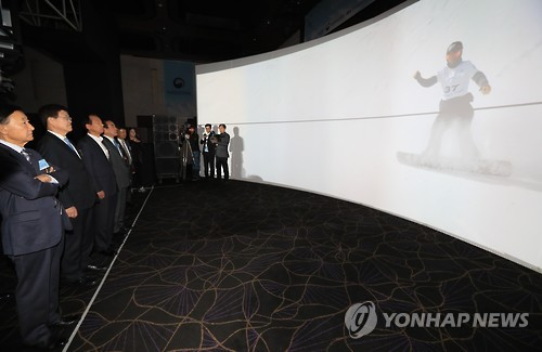 Government officials experience cutting-edge ICT systems that will be showcased at the 2018 PyeongChang Winter Games on Nov. 16, 2016. (Yonhap file photo)