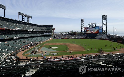 This Associated Press file photo, taken on April 8, 2014, shows AT&T Park, home of the San Francisco Giants, before a game against the Arizona Diamondbacks. (Yonhap)