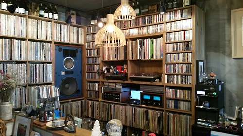 This photo, taken on Jan. 20, 2017, shows the inside of Seochon Blues, a cafe in central Seoul, which features a wide collection of LP records from the 1970s and '80s. (Yonhap)