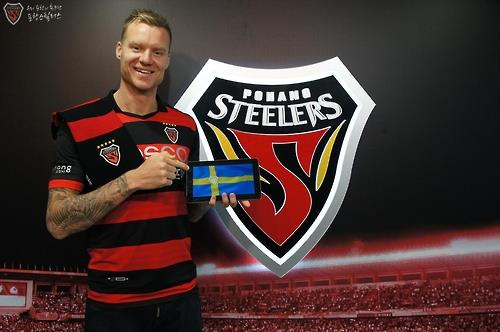 In this photo provided by Pohang Steelers on Jan. 25, 2017, Swedish defender Marcus Nilsson poses next to the K League Classic club's logo after signing with the team. (Yonhap)