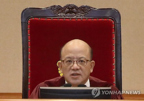 Chief Justice Park Han-chul speaks during the ninth hearing of President Park Geun-hye's impeachment trial at the Constitutional Court in Seoul on Jan. 25, 2017. (Yonhap)