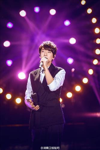 The undated photo provided by HOW Entertainment shows singer Hwang Chi-yeul performs on stage. (Yonhap)