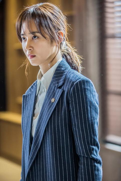 """This photo provided by SBS TV shows Yuri of idol group Girls' Generation playing a public defender in crime thriller """"Defendant"""" (Yonhap)"""