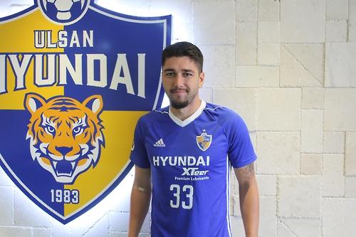 S. Korean football club Ulsan Hyundai sign Aussie midfielder