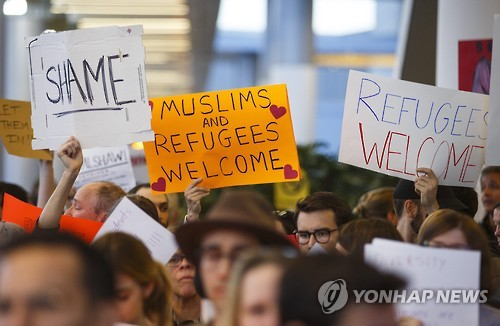 In this EPA photo, hundreds of protesters denounce the Trump administration's temporary immigration ban on seven Muslim-majority countries at Los Angeles International Airport on Jan. 28, 2017. (Yonhap)