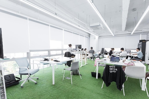 """Employees work at the headquarters of Woowabrothers Co., a leading South Korean startup that operates the country's most popular food delivery mobile app, """"Baedal Minjok,"""" which means """"Delivery Nation"""" in English. (Photo courtesy of Woowabrothers Co.) (Yonhap)"""