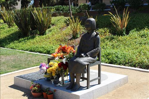 This undated file photo shows a girl's statue, dedicated to the victims of Japan's wartime sex slavery, at a public library's park in Glendale, California. (Yonhap)