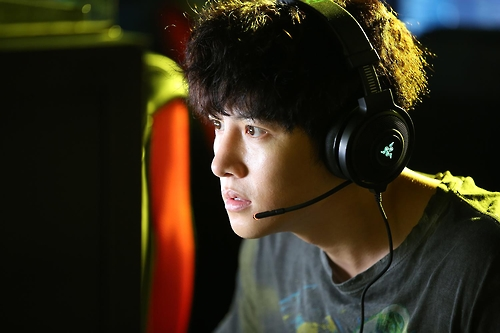 """This still cut provided by CJ Entertainment shows Actor Ji Chang-wook as Gwon-yu in """"Fabricated City."""" (Yonhap)"""