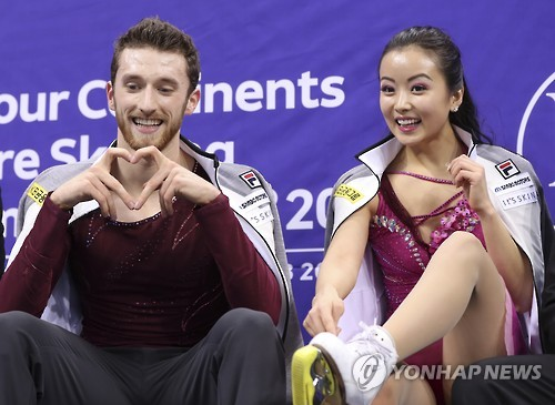 South Korea's figure skating pair Min Yu-ra (R) and Alexander Gamelin wait for their score in the ice dance free dance program after performing at the ISU Four Continents Figure Skating Championships in Gangneung, Gangwon Province, on Feb. 17, 2017. (Yonhap)