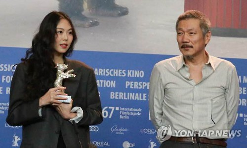 "Actress Kim Min-hee (L) and director Hong Sang-soo of ""On the Beach at Night Alone"" pose for a photo during a news conference at the 67th Berlin International Film Festival on Feb. 18, 2017. Kim won the festival's Silver Bear for Best Actress for the film. (Yonhap)"