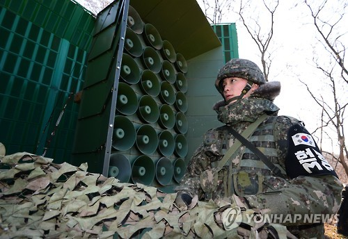 In this photo taken on Jan. 8, 2016, a soldier stands before a loudspeaker system in a front-line area in Gyeonggi Province. (Yonhap)