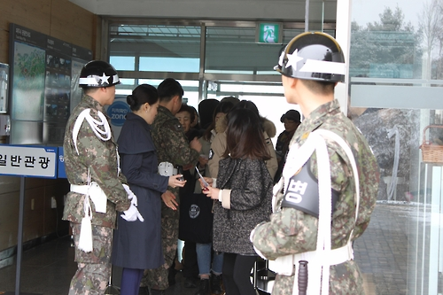 Soldiers check the IDs of tourists at Imjingak Station. (Yonhap)