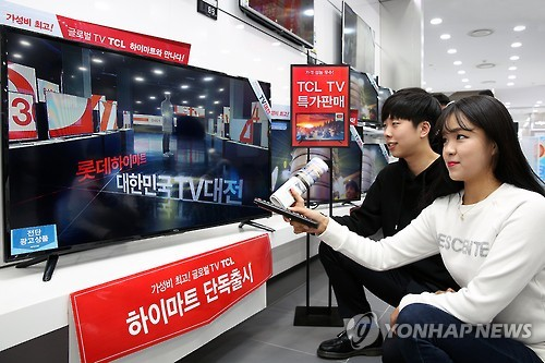 TCL TVs are on display at a Seoul store. (Yonhap)