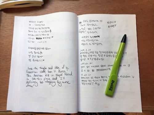 This photo taken on March 2, 2017, shows the visitors' book at Cafe Doing in southern Seoul filled with messages, mostly expressing gratitude for the opening of this rare cafe. (Yonhap)