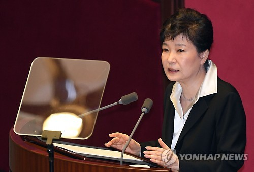 This photo, taken on Oct. 24, 2016, shows Park Geun-hye proposing a constitutional revision during her speech at the National Assembly in Seoul. (Yonhap)