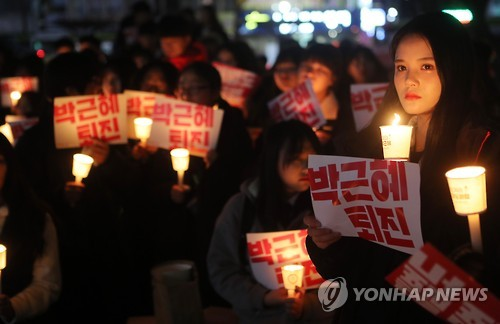 In this file photo taken on Nov. 23, 2016, high school students hold a candlelight rally in Jeonju, about 240 kilometers south of Seoul, to demand the resignation of President Park Geun-hye over a corruption scandal implicating her and her longtime friend Choi Soon-sil. (Yonhap)