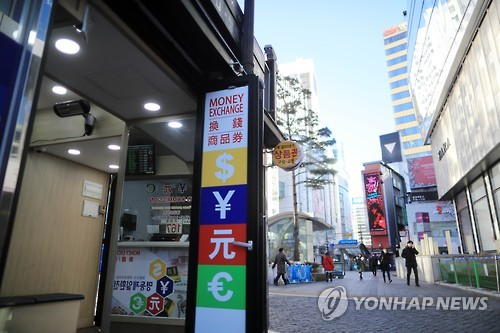 Seoul's Myeongdong shopping district is seen nearly empty in this file photo taken in February 2017. (Yonhap)