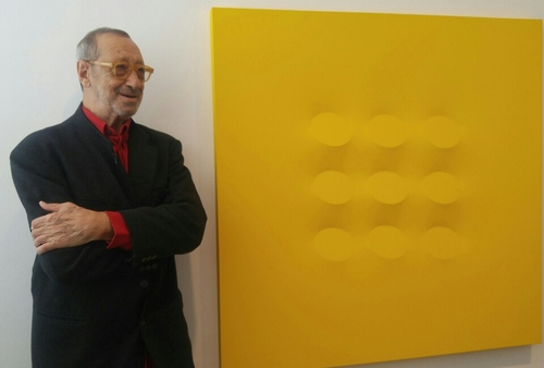 Italian artist Turi Simenti poses for a photo after an interview with Yonhap News Agency at Leeahn Gallery in Seoul on March 14, 2017. (Yonhap)
