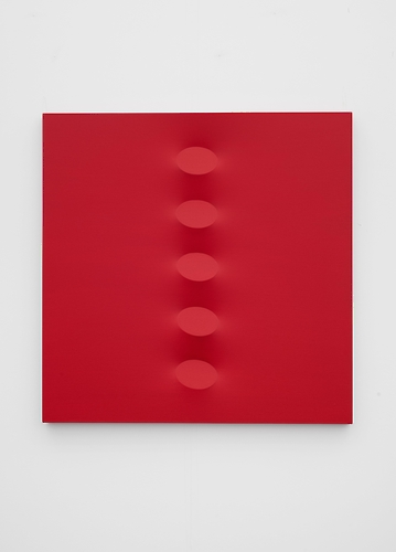 "The image provided by Leeahn Gallery in Seoul shows Turi Simenti's ""Cinque ovali rosso arancio"" which is painted in acrylic on shaped canvas and 120x120cm in size. (Yonhap)"