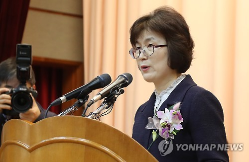 This photo, taken on March 13, 2017, shows Lee Jung-mi, a retired Constitutional Court justice, speaking during her retirement ceremony at the court in Seoul. (Yonhap)