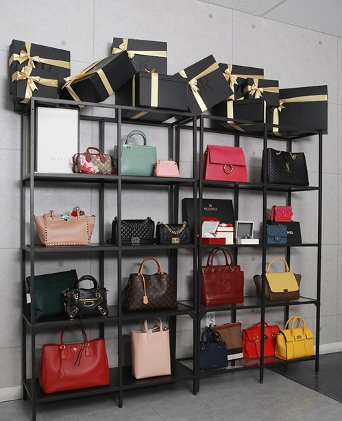 Luxury bags are displayed at Reebonz on March 14, 2017. The photo was provided by Reebonz. (Yonhap).