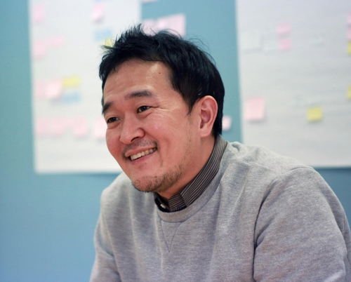 Ha Dong-gu, CEO of Reebonz Korea, smiles as he speaks during an interview with Yonhap News Agency at his company in eastern Seoul on March 14, 2017. The photo was provided by Reebonz. (Yonhap)