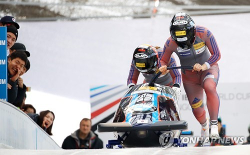 South Korean women's bobsleigh team of Kim Yoo-ran and Kim Min-seong make a start during the International Bobsleigh and Skeleton Federation World Cup at Alpensia Sliding Centre in PyeongChang, Gangwon Province, on March 18, 2017. (Yonhap)