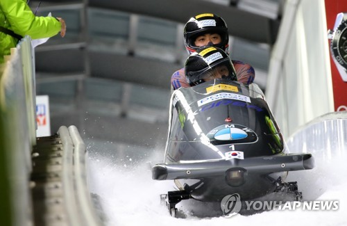 South Korean men's bobsleigh team of Won Yun-jong (front) and Seo Young-woo crosses the finish line during the International Bobsleigh and Skeleton Federation World Cup at Alpensia Sliding Centre in PyeongChang, Gangwon Province, on March 18, 2017. (Yonhap)