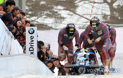 South Korea's four-man bobsleigh team, led by pilot Won Yun-jong (front), makes a start during the International Bobsleigh and Skeleton Federation World Cup at Alpensia Sliding Centre in PyeongChang, Gangwon Province, on March 19, 2017. (Yonhap)