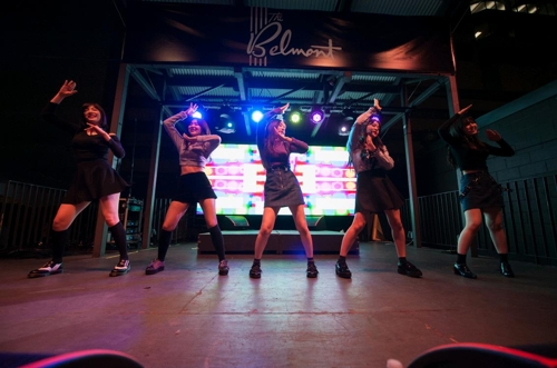 "This photo provided by the Korea Creative Content Agency shows SM Entertainment's Red Velvet performing at the 2017 South by Southwest's ""K-pop Night Out"" event on March 17 in Austin Texas. (Yonhap)"