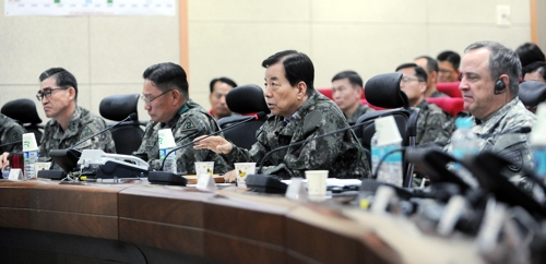 South Korean Defense Minister Han Min-koo speaks during a visit to an Army base to inspect the joint Key Resolve exercise with the U.S. on March 20, 2017, in this photo provided by his ministry. (Yonhap)