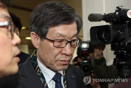 Kwon Oh-joon, chairman of global steelmaker POSCO, arrives at the Seoul Central District Court in Seoul on March 20, 2017, to bear witness to allegations former President Park Geun-hye and her friend pressured local conglomerates to donate some tens of billions of won to two dubious foundations. (Yonhap)