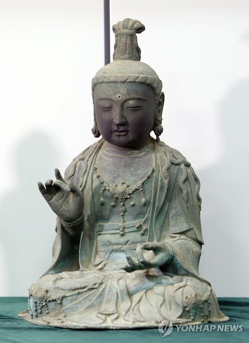 The Gilt Bronze Seated Avalokitesvara Bodhisattva Statue. (Yonhap)
