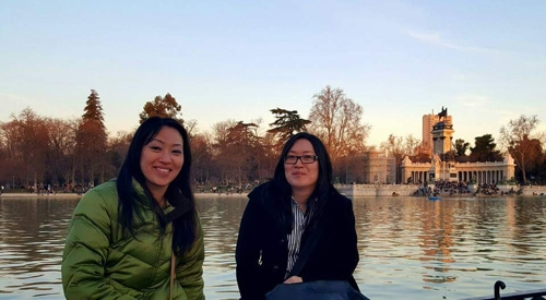This photo, provided by Katy Armendariz (L), shows her with her half-sister Sara Hultqvist in Madrid in February 2017. (Yonhap)