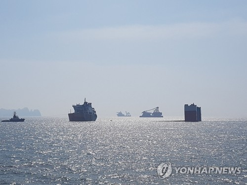 The site of the Sewol ferry sinking off the country's southwestern coast near Jindo, some 472 kilometers south of Seoul (Yonhap)