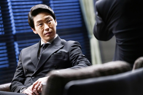 """This image captured from SBS TV's """"Defendant"""" shows actor Um Ki-joon as the show's psychopath antagonist Cha Min-ho. (Yonhap)"""