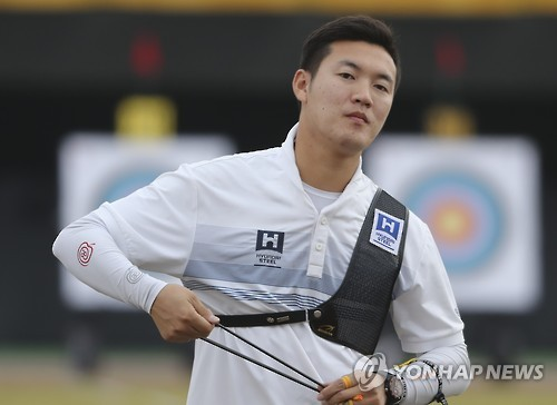 In this file photo taken on Oct. 8, 2016, South Korean archer Ku Bon-chan competes in the National Sports Festival at Hongju Sports Complex in Hongseong, South Chungchong Province. (Yonhap)