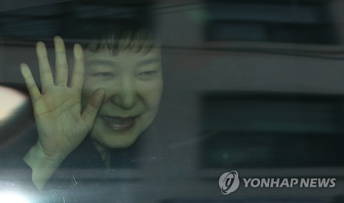 S Korea Prosecutors Seek Detention Warrant for Ousted Prez Park
