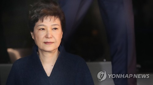 South Korean prosecutors push to arrest ex-leader
