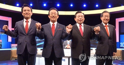 This photo, taken on March 28, 2017, shows the presidential hopefuls of the conservative Liberty Korea Party (from L to R) -- Rep. Kim Jin-tae, North Gyeongsang Province Gov. Kim Kwan-yong, former six-term lawmaker Rhee In-je and South Gyeongsang Province Gov. Hong Joon-pyo -- posing for a photo before a debate in Seoul. (Pool photo) (Yonhap)