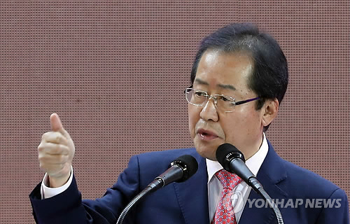 South Gyeongsang Province Gov. Hong Joon-pyo speaks after winning the presidential nomination of the conservative Liberty Korea Party during the party's national convention in Seoul on March 31, 2017. (Yonhap)