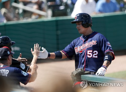 In this Associated Press photo taken on March 10, 2017, Park Byung-ho of the Minnesota Twins is greeted at the dugout after hitting a home run in the third inning of a spring training baseball game against the Miami Marlins in Jupiter, Florida. (Yonhap)