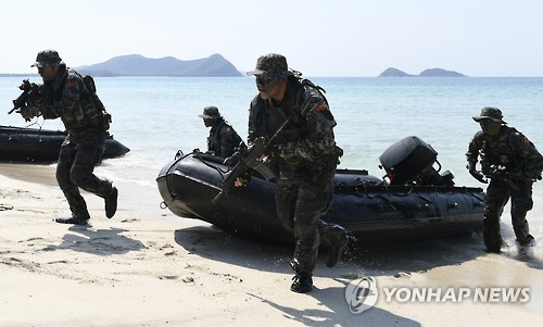 South Korean marines stage an amphibious exercise in this file photo provided by the Marine Corps Command. (Yonhap)
