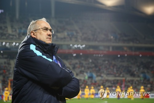 South Korean men's national football team head coach Uli Stielike watches the 2018 FIFA World Cup qualifying match between South Korea and Syria at Seoul World Cup Stadium in Seoul on March 28, 2017. (Yonhap)