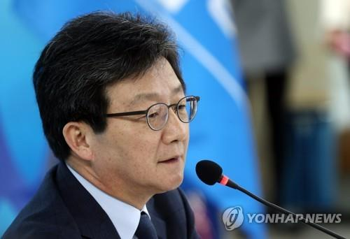 This photo, taken on April 4, 2017, shows Yoo Seong-min, the presidential candidate of the Bareun Party, speaking during a press conference at the party headquarters in Seoul. (Yonhap)