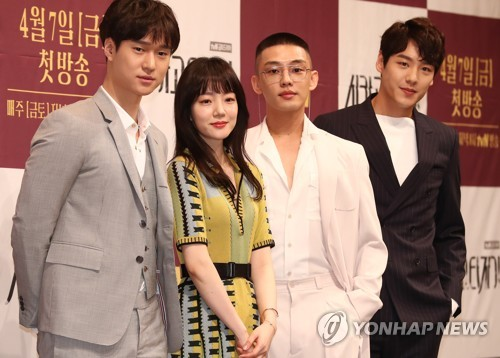 """Stars of tvN's new drama """"Chicago Typewriter"""" pose at a media event on April 5, 2017, at the Imperial Palace hotel in southern Seoul. (Yonhap)"""