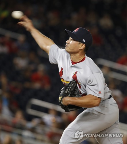 In this Associated Press photo, St. Louis Cardinals pitcher Oh Seung-hwan throws a pitch during the eighth inning against the Washington Nationals at Nationals Park in Washington on April 11, 2017. (Yonhap)