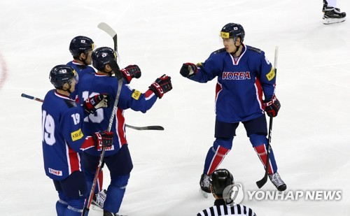 In this file photo taken on March 19, 2017, South Korean men's hockey players celebrate a goal against Russia in a friendly game at Gangneung Hockey Centre in Gangneung, Gangwon Province. (Yonhap)